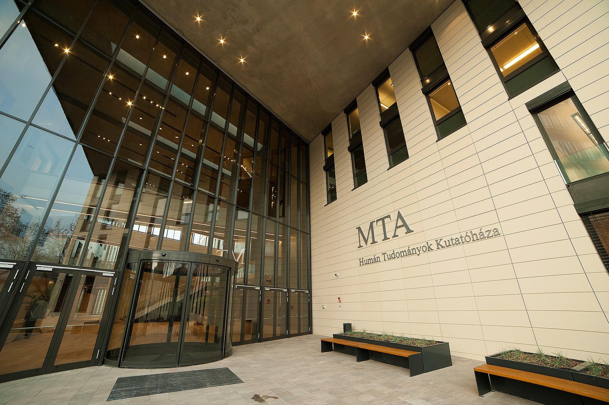 MTA Humán Tudományok KUtatóháza LED világítás